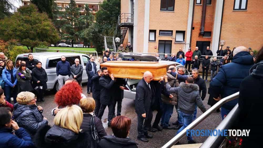 Colleferro, commozione e lacrime al funerale di Giuseppe Sinibaldi (foto) - FrosinoneToday